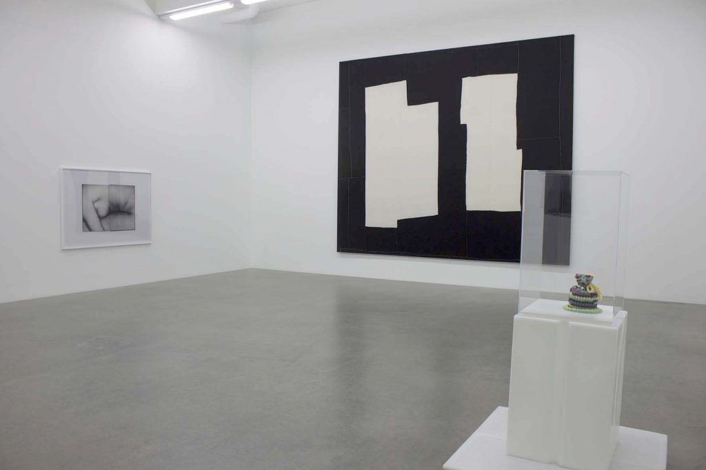 Galerie Neu overview with left to right Anne Collier, Sergej Jensen and Andreas Slominski